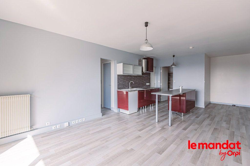 Appartement à louer 3 57.66m2 à Reims vignette-12