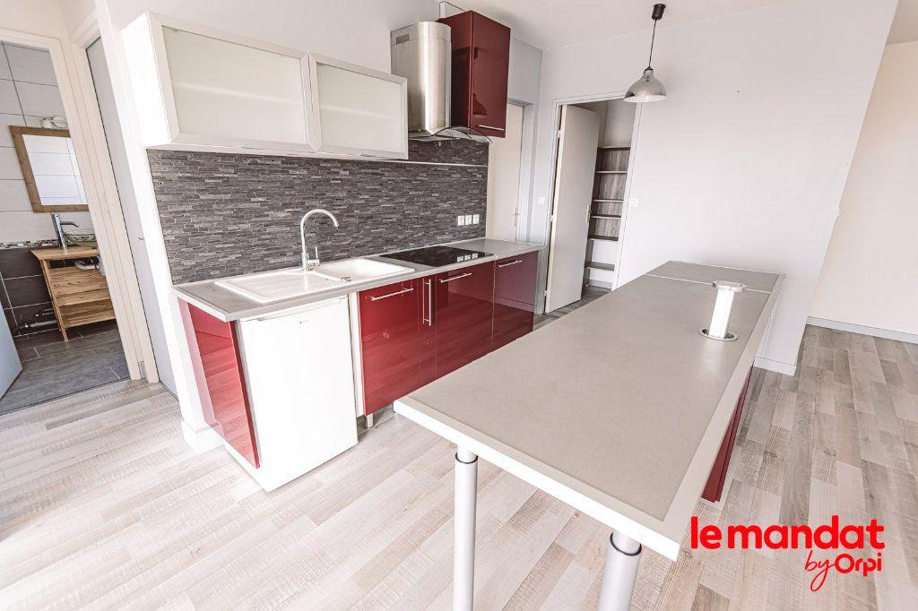 Appartement à louer 3 57.66m2 à Reims vignette-15