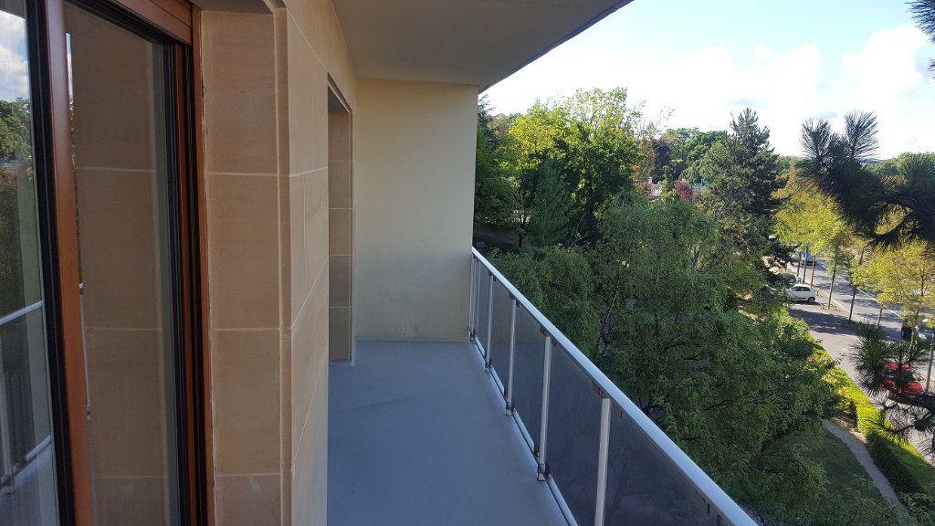 Appartement à louer 3 85m2 à Reims vignette-6