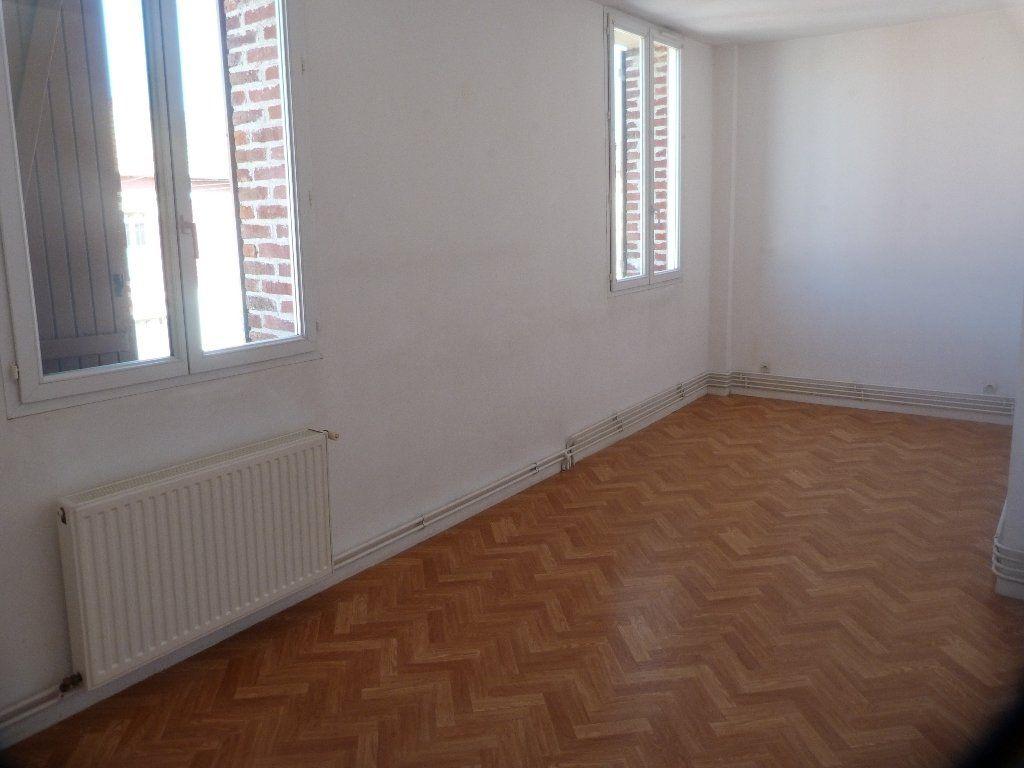 Appartement à louer 3 75m2 à Laon vignette-3