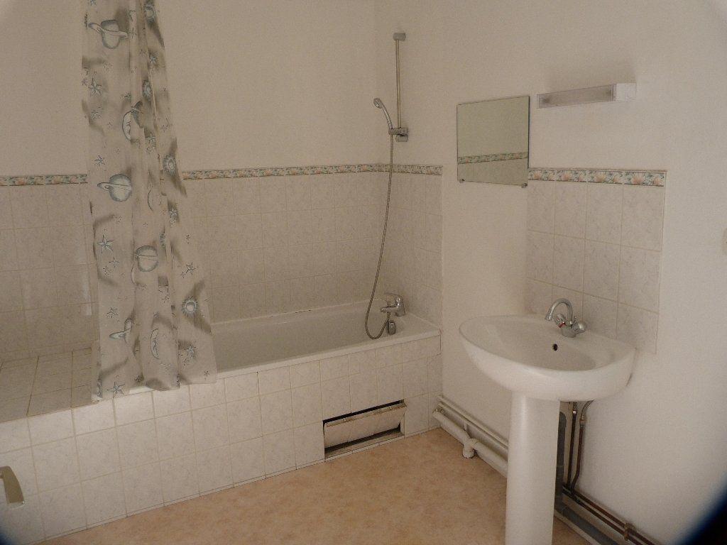 Appartement à louer 3 75m2 à Laon vignette-4