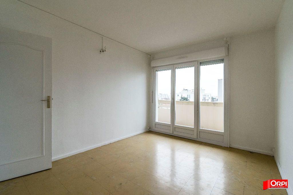 Appartement à louer 4 67m2 à Laon vignette-4