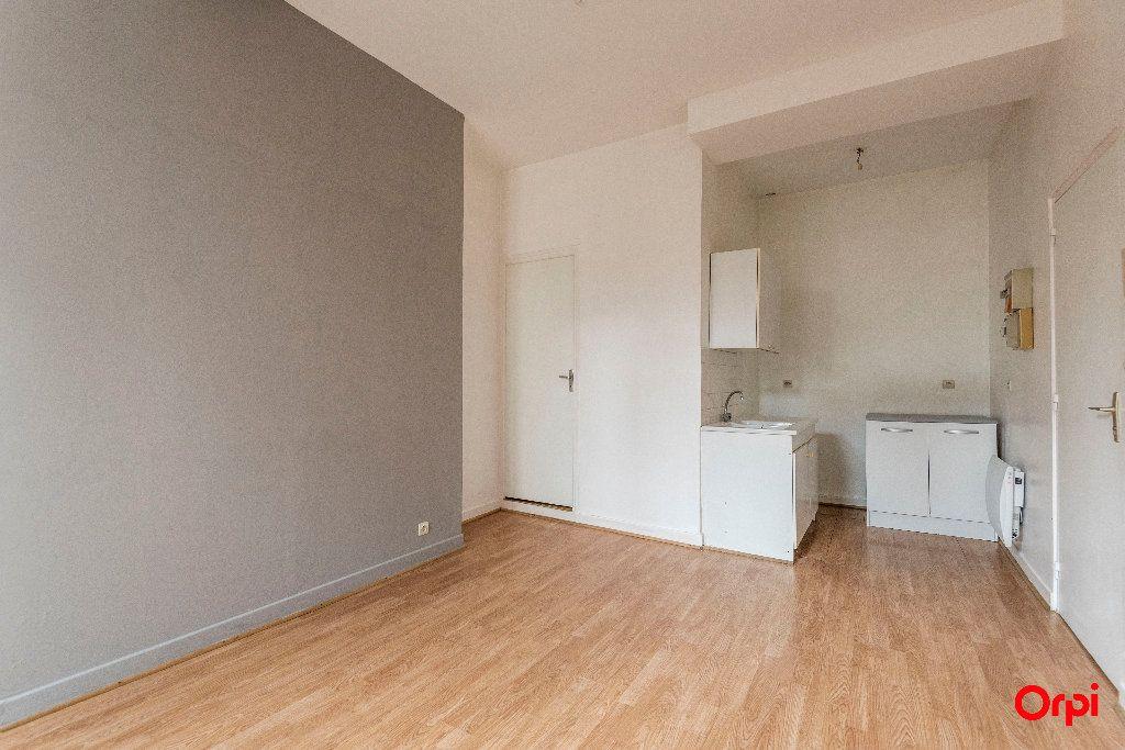 Appartement à louer 1 23m2 à Laon vignette-4