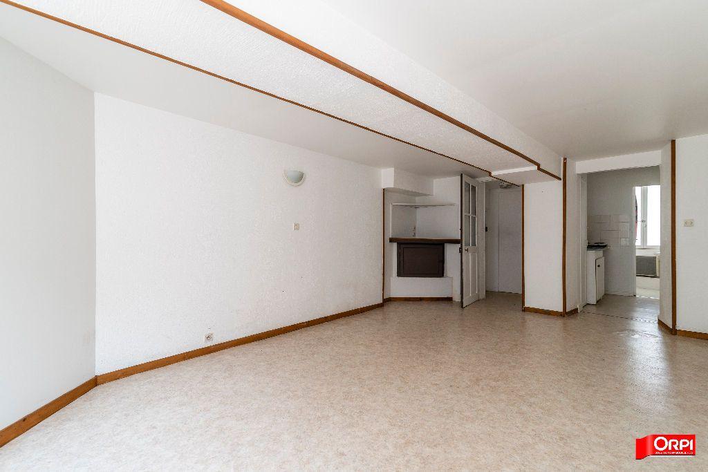 Appartement à louer 2 28m2 à Laon vignette-2