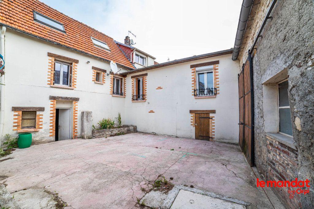 Maison à vendre 6 97m2 à Montaigu vignette-1