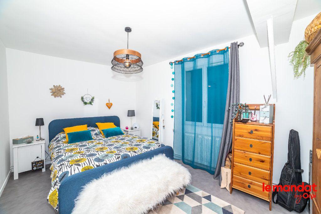 Appartement à louer 5 90m2 à Laon vignette-4