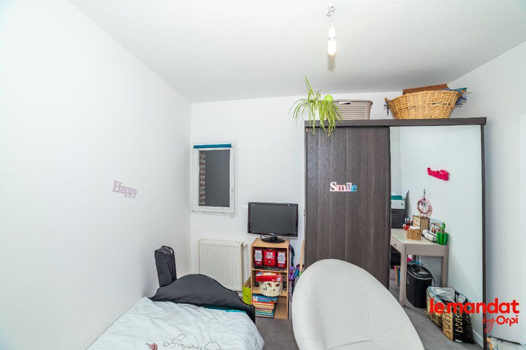 Appartement à louer 5 90m2 à Laon vignette-6