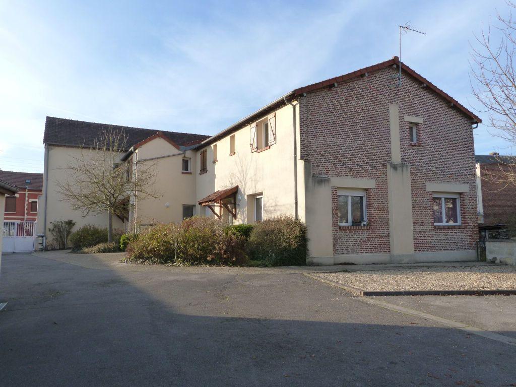 Appartement à louer 5 90m2 à Laon vignette-9
