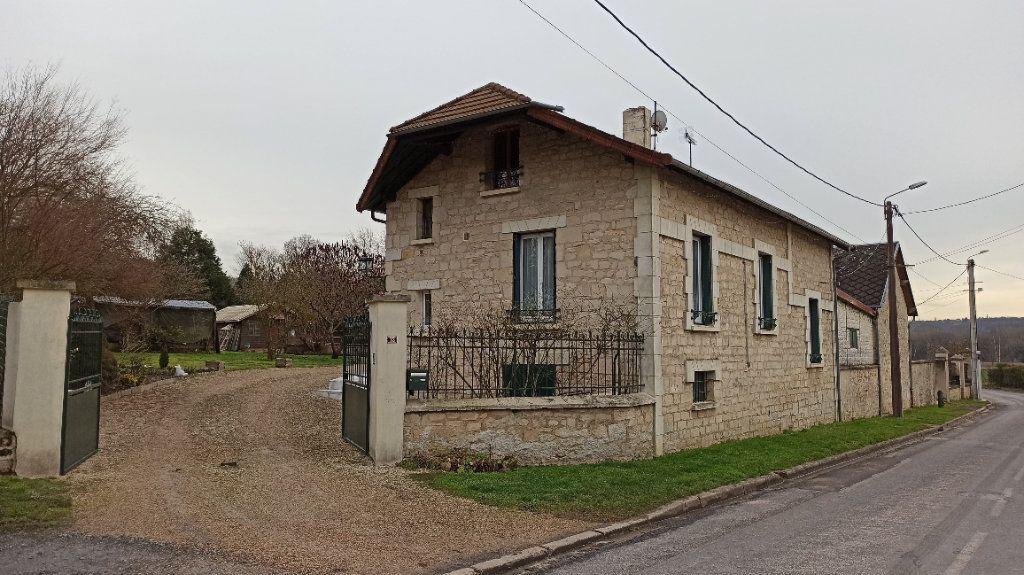 Maison à vendre 6 112m2 à Chevregny vignette-1