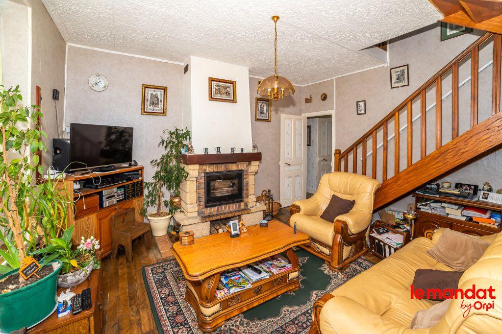 Maison à vendre 6 112m2 à Chevregny vignette-4