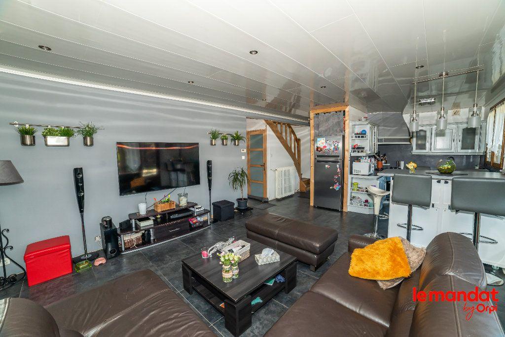 Maison à vendre 5 124m2 à Barenton-Bugny vignette-3