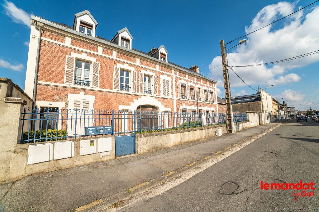 Appartement à louer 4 60m2 à Laon vignette-8