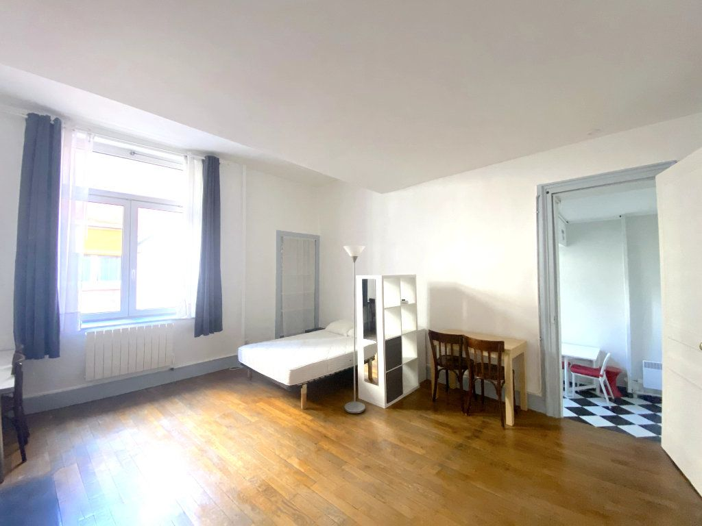 Appartement à louer 1 37.5m2 à Lyon 5 vignette-1