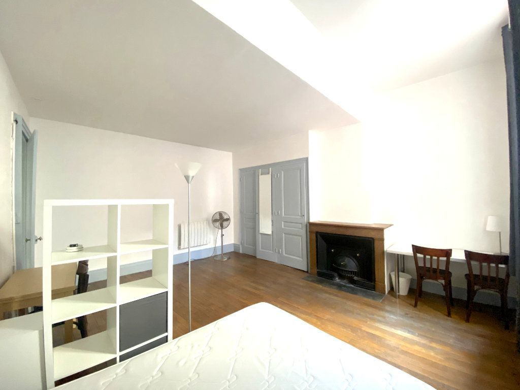 Appartement à louer 1 37.5m2 à Lyon 5 vignette-3