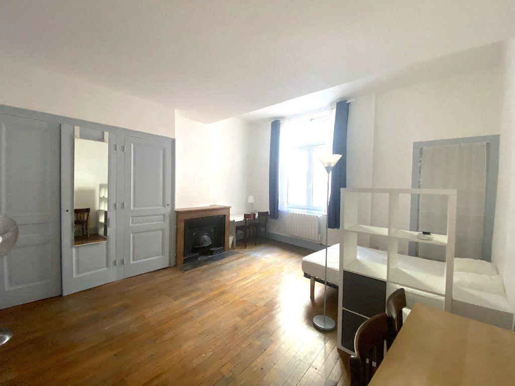Appartement à louer 1 37.5m2 à Lyon 5 vignette-4