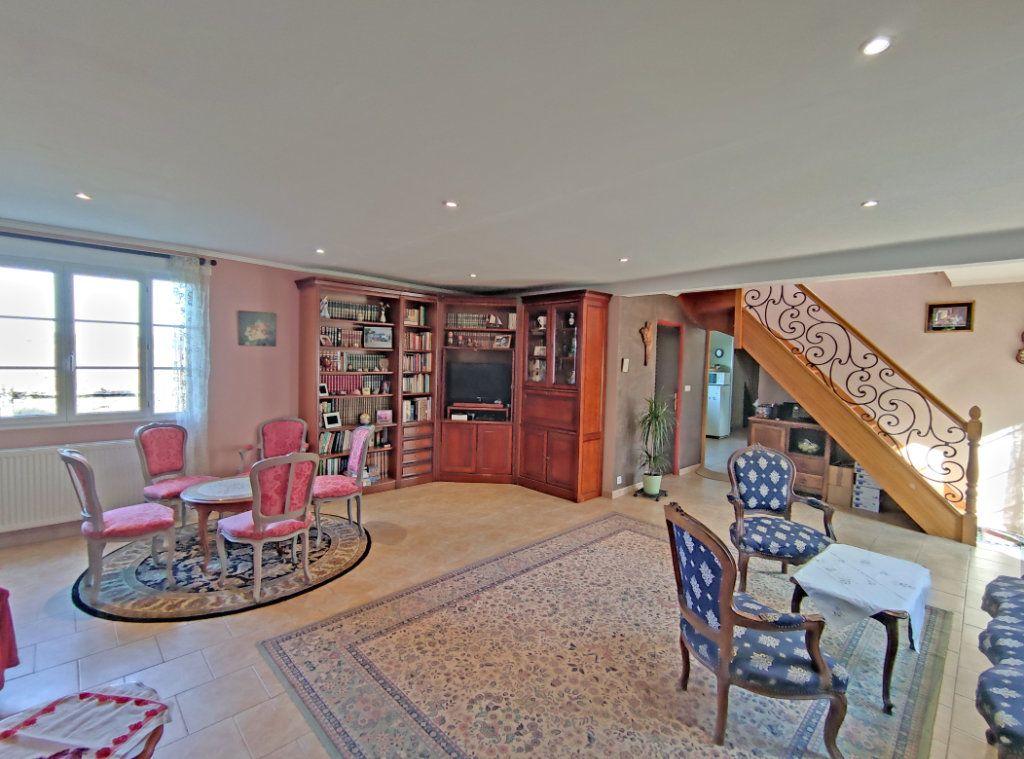 Maison à vendre 8 279m2 à Coulmiers vignette-3
