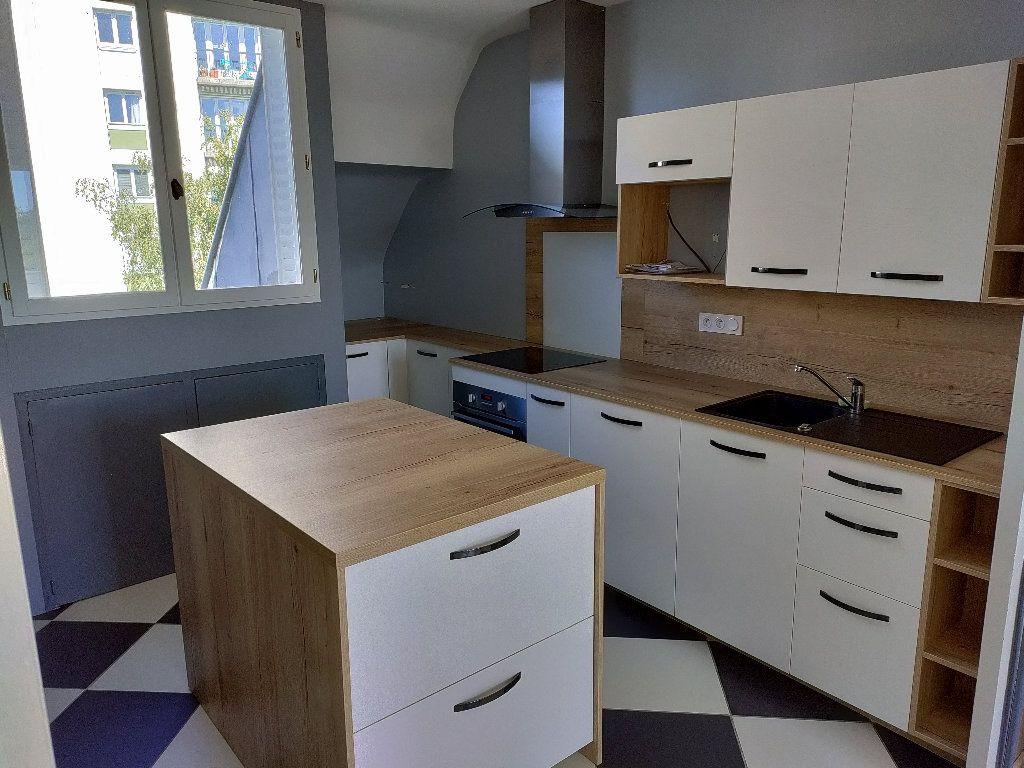 Appartement à vendre 4 102m2 à Orléans vignette-2