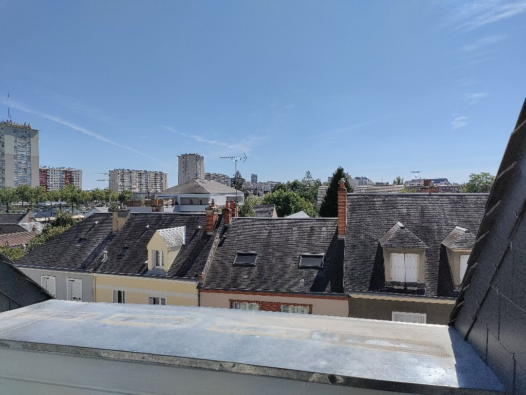Appartement à vendre 4 102m2 à Orléans vignette-3
