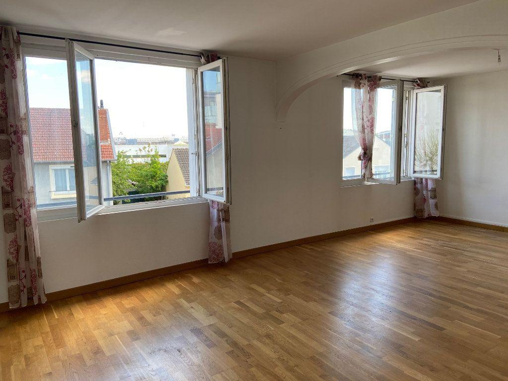 Appartement à vendre 4 85m2 à Saint-Jean-de-la-Ruelle vignette-1