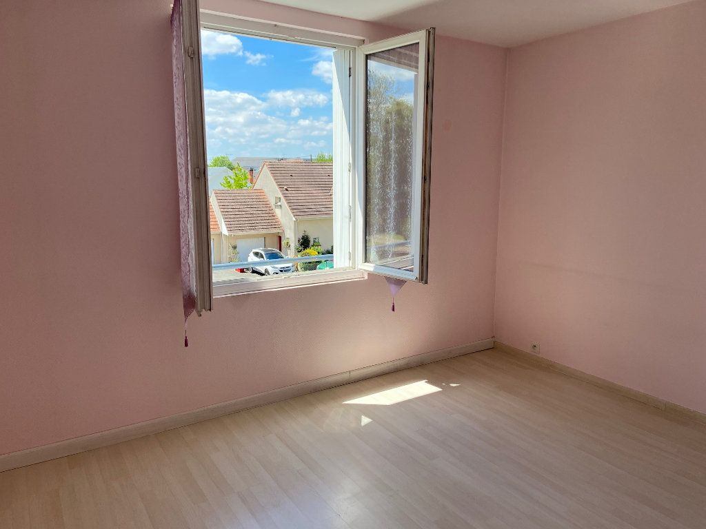 Appartement à vendre 4 85m2 à Saint-Jean-de-la-Ruelle vignette-4