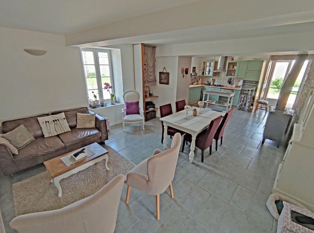 Maison à vendre 4 101m2 à Saint-Sigismond vignette-4