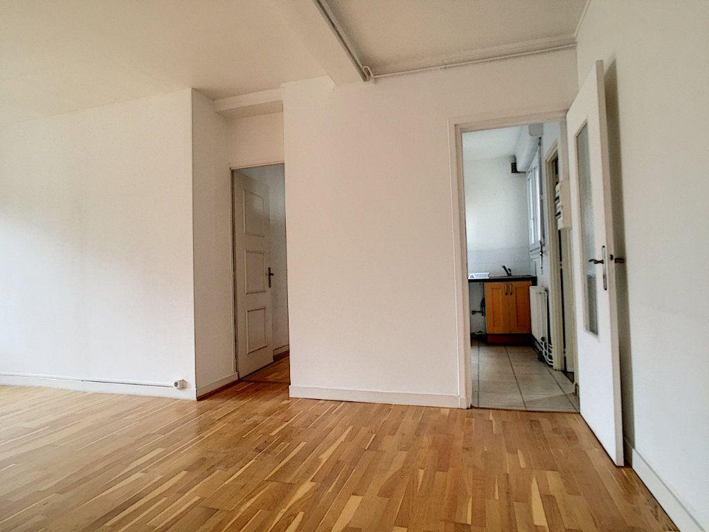 Appartement à louer 3 79m2 à Arras vignette-2
