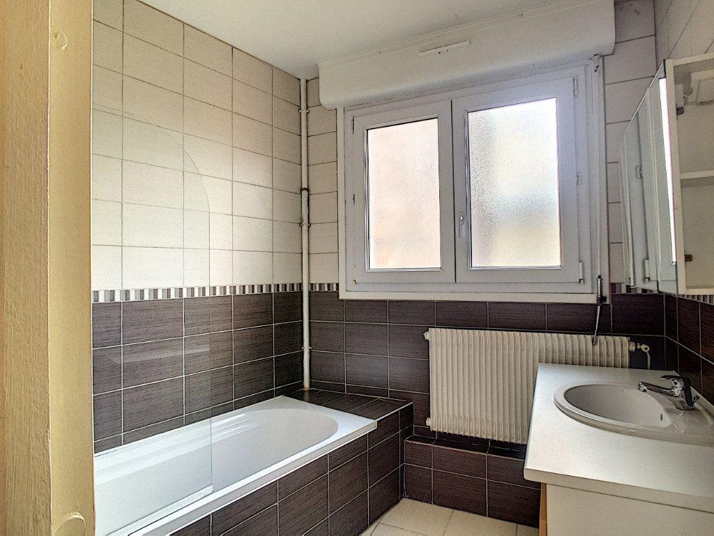 Appartement à louer 3 79m2 à Arras vignette-4