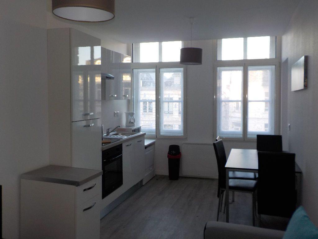 Appartement à louer 2 34m2 à Arras vignette-1