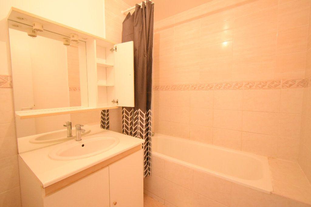 Appartement à louer 3 56m2 à Arras vignette-6
