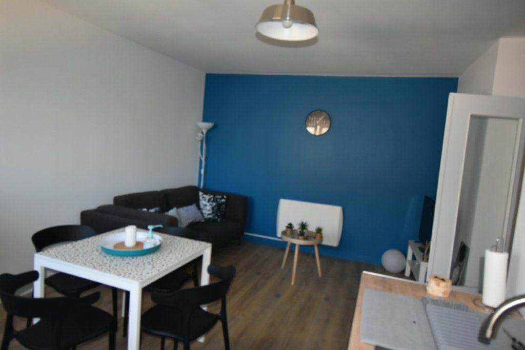 Appartement à louer 3 16.22m2 à Arras vignette-1