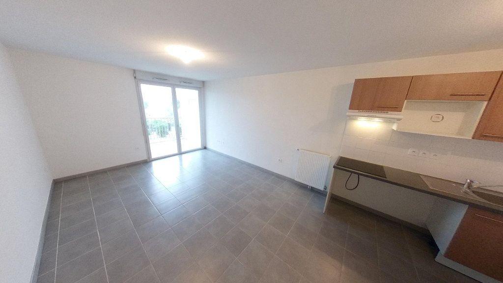 Appartement à louer 3 60.51m2 à Toulouse vignette-2