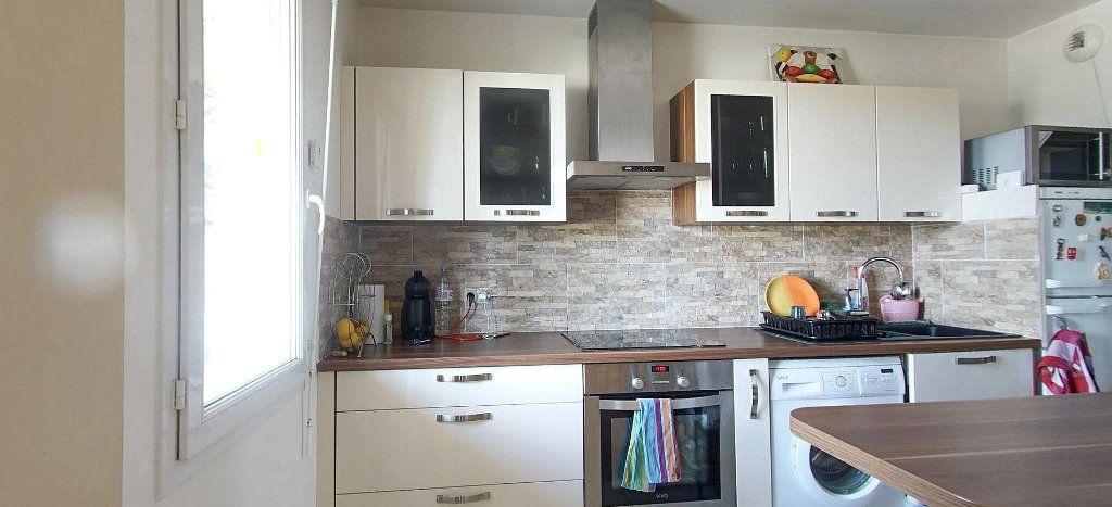Appartement à vendre 3 63.33m2 à Villeneuve-Saint-Georges vignette-3