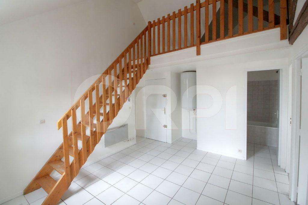 Appartement à louer 3 39m2 à Pont-Sainte-Maxence vignette-1