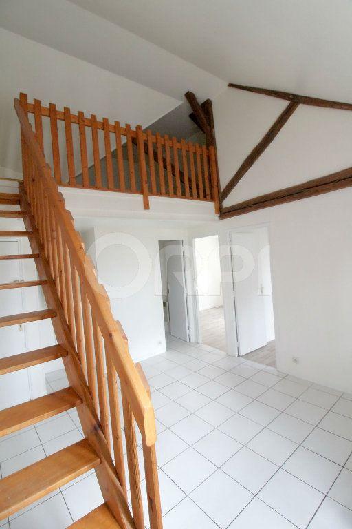 Appartement à louer 3 39m2 à Pont-Sainte-Maxence vignette-4