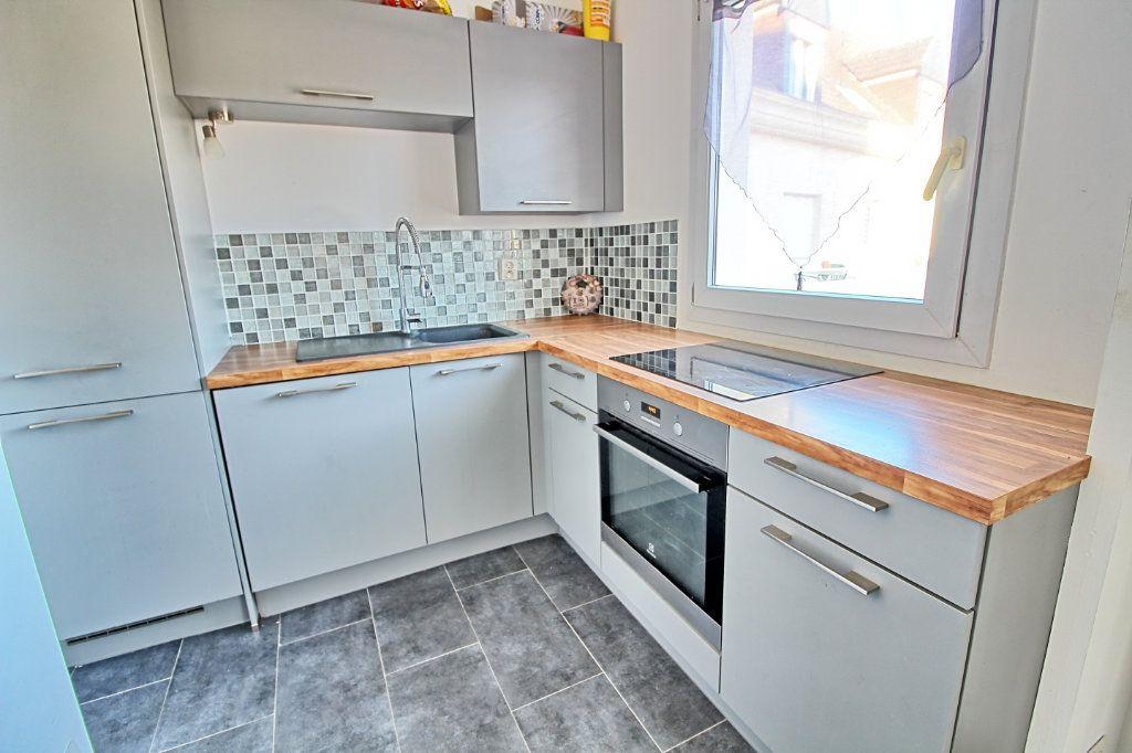 Appartement à louer 3 63m2 à Pont-Sainte-Maxence vignette-2
