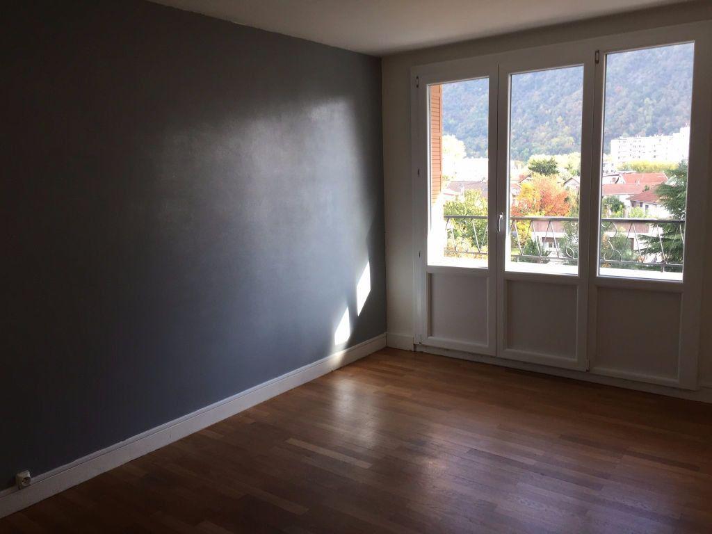 Appartement à louer 3 56m2 à Saint-Égrève vignette-2