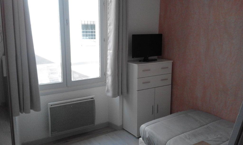 Appartement à louer 1 13.58m2 à Grenoble vignette-1