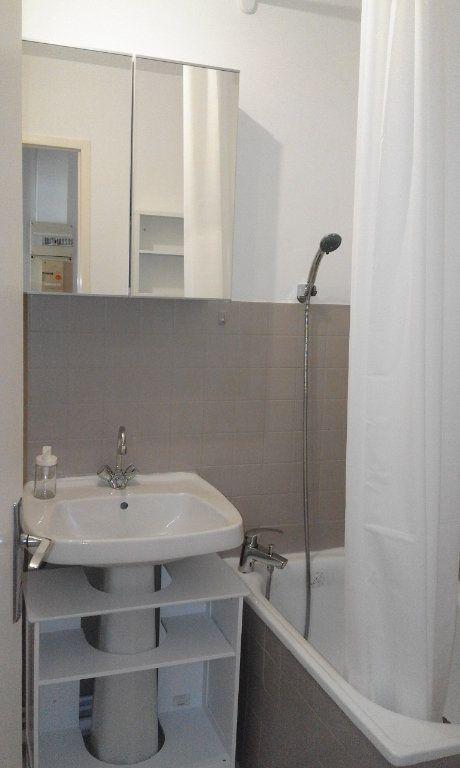 Appartement à louer 1 13.58m2 à Grenoble vignette-4
