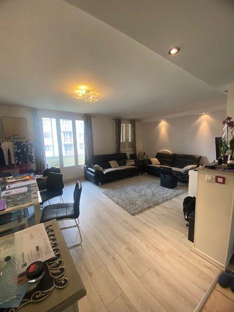 Appartement à louer 3 64m2 à Fontaine vignette-1