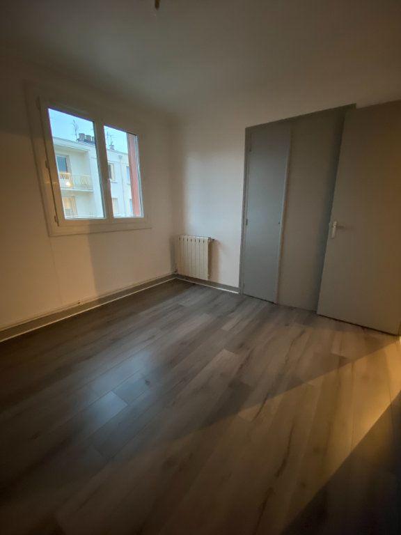 Appartement à louer 3 53.74m2 à Grenoble vignette-1