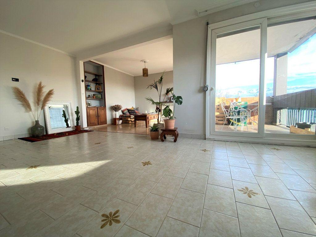 Appartement à vendre 4 88.09m2 à Seyssinet-Pariset vignette-2