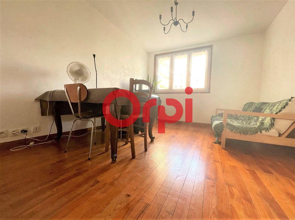 Appartement à vendre 3 50.49m2 à Saint-Égrève vignette-2