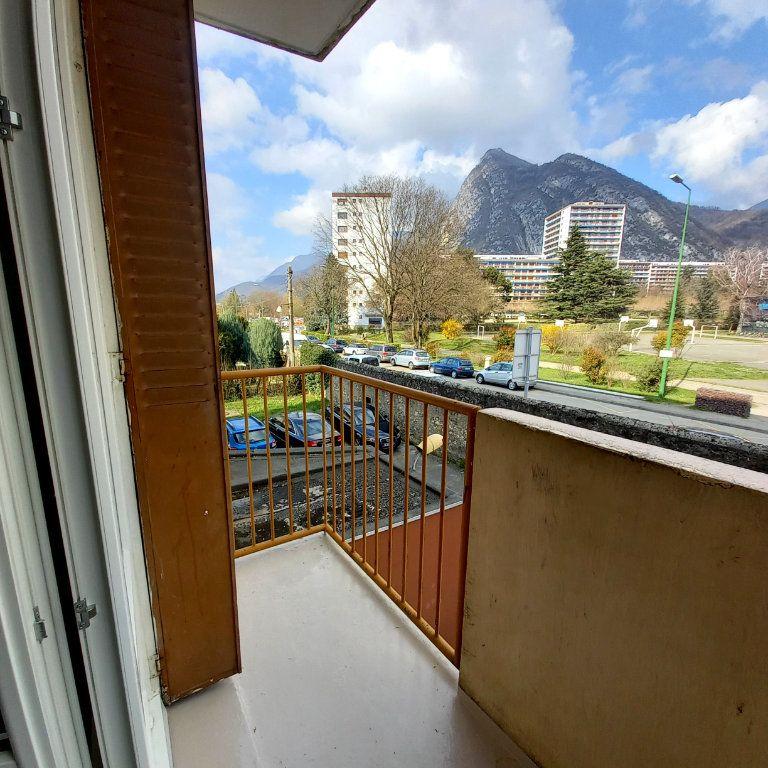 Appartement à louer 3 65m2 à Saint-Égrève vignette-4