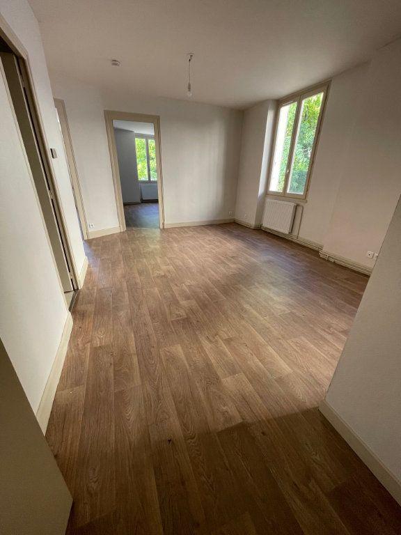 Appartement à louer 3 57m2 à Voiron vignette-2