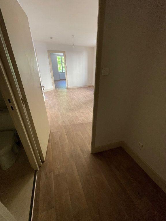 Appartement à louer 3 57m2 à Voiron vignette-3