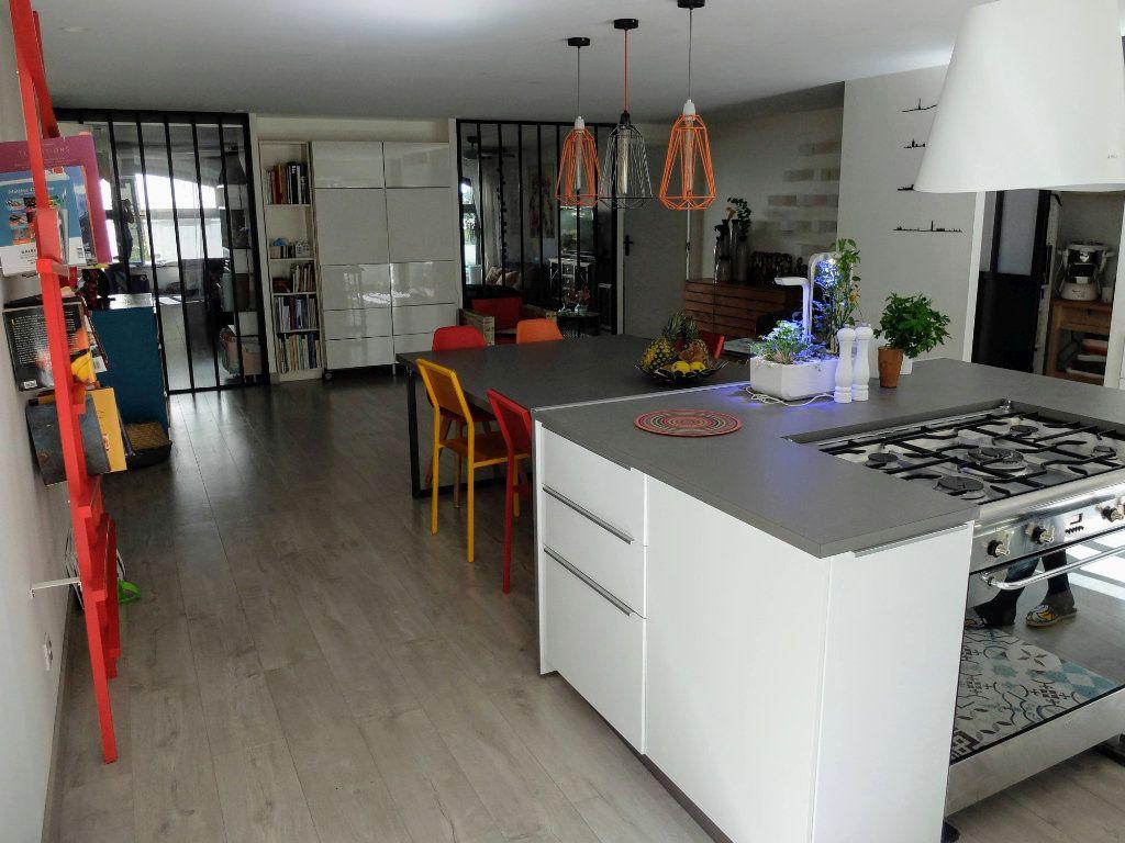 Appartement à louer 6 144.31m2 à Grenoble vignette-1