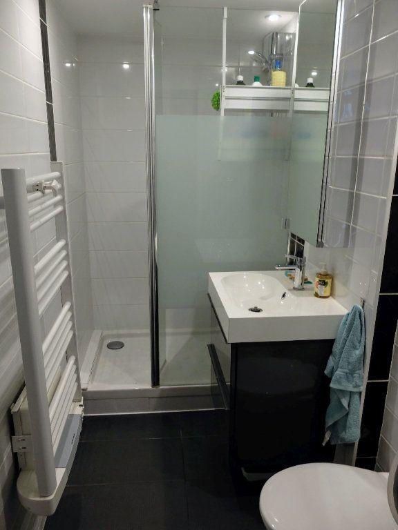 Appartement à louer 6 144.31m2 à Grenoble vignette-2