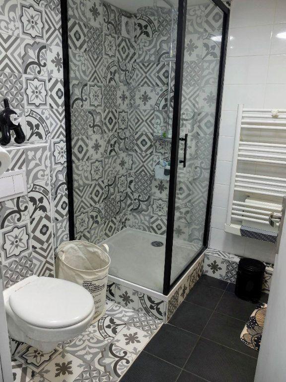 Appartement à louer 6 144.31m2 à Grenoble vignette-3