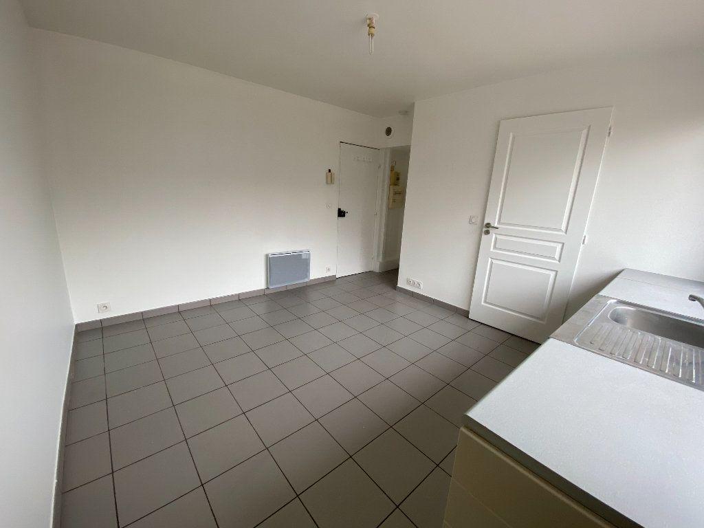 Appartement à louer 1 16m2 à Romainville vignette-3