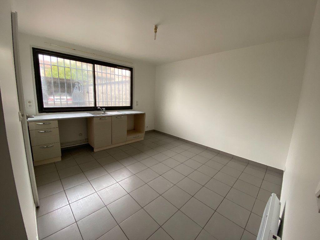 Appartement à louer 1 16m2 à Romainville vignette-4